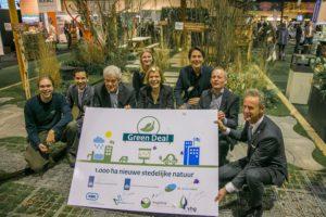 De vertegenwoordigers voor de Green Deal nieuwe stedelijke natuur in De Levende Tuin op Future Green City.
