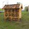 Een insectenhotel op een industrieterrein dat ingericht is na advies op gebied van BREEAM Landgebruik en Ecologie.